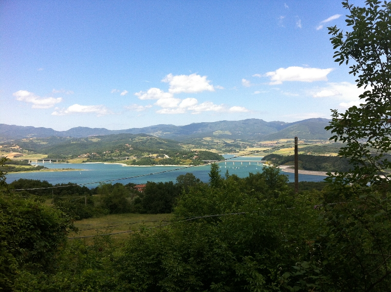 Escursione in mountain bike nel mugello e al lago di bilancino e alla fortezza medicea di s. martino. partenza da S. Piero a Sieve